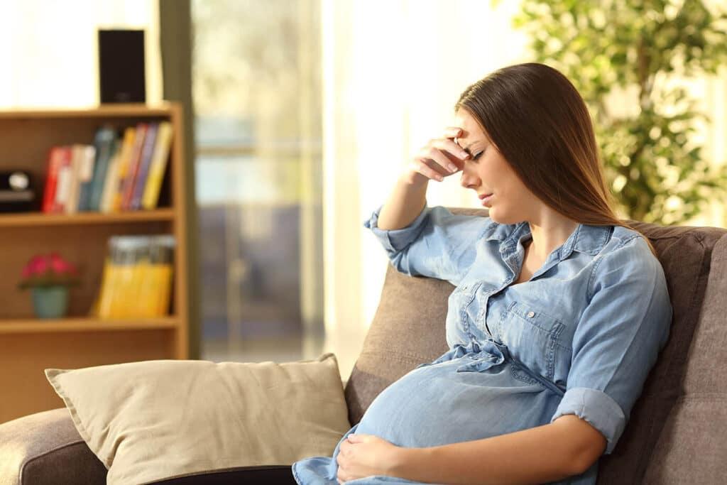 سيدة تعاني من أعراض الإصابة بسكري الحمل